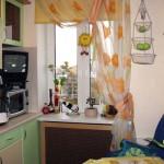 Оформляем окно в маленькой кухне
