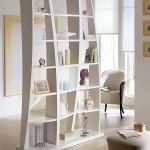 Стеллажи в интерьере квартиры: стильный и практичный элемент