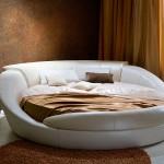 Круглая кровать – нестандартная мебель в интерьере